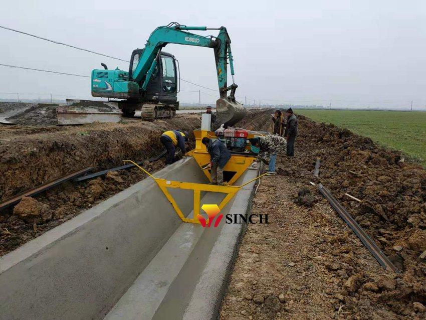 Concrete canal paving machine